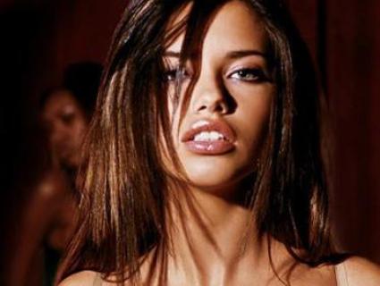 Адриана Лима стана секси каубойка от Дивия Запад (ГАЛЕРИЯ)