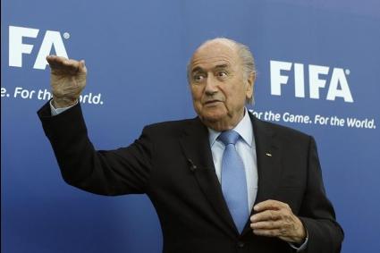 Блатер отрече, че се е разбрал с Платини за ФИФА