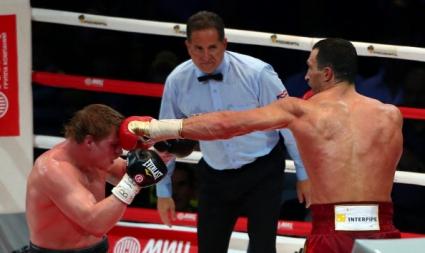 Щабът на Поветкин иска дисквалификация на рефера на мача с Кличко