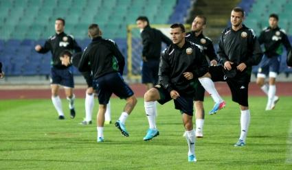 Националите тренираха в отлично настроение преди заминаването за Ереван (видео+галерия)