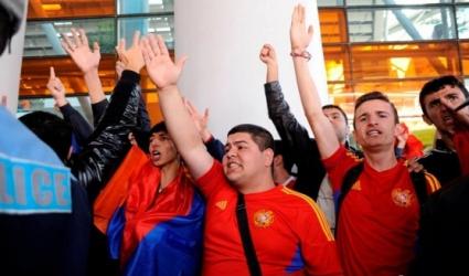 Местни нападнаха с обиди националите ни в Армения