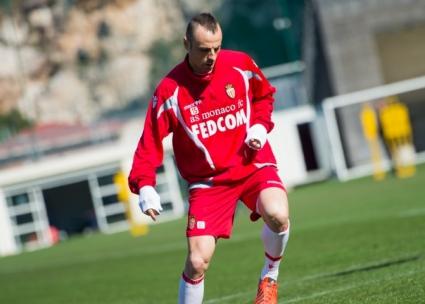 Монако иска да задържи Бербатов и за следващия сезон