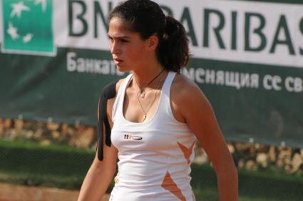 Шиникова спечели титла на двойки във Франция