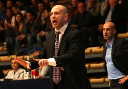 Бой и псувни в баскетбола, Тити Папазов шамароса шеф на съперник