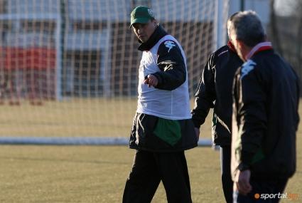 Любо Пенев изведе 13 футболисти за първа тренировка