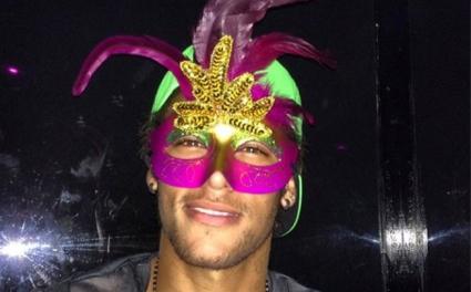 Неймар е в карнавално настроение (снимка)