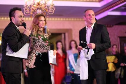 Радостин Кишишев на ревю в подкрепа на жена болна от рак