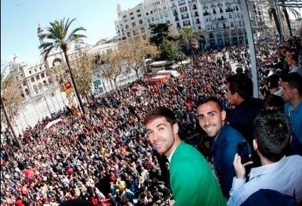 Играчите на Валенсия загряха с пирошоу за Лудогорец