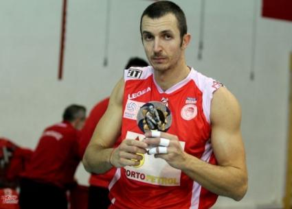 Супер Бобо с 25 точки за победа на Олимпиакос и MVP на кръга