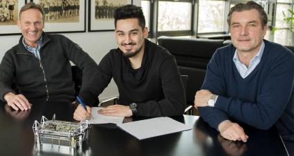 Гюндоган сложи подпис върху нов договор
