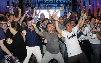 """Хиляди ликуват за купата на Реал на площад """"Сибелес"""""""