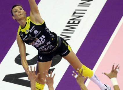 Еми Николова и Конеляно тръгнаха със загуба в полуфиналите в Серия А1