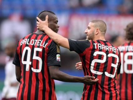 Милан продължава да се изкачва в класирането, Балотели с рекорд (видео+галерия)