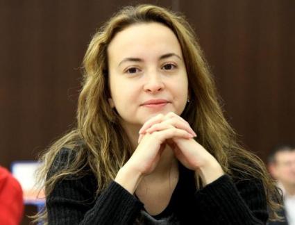 Антоанета Стефанова с реми в десетия кръг