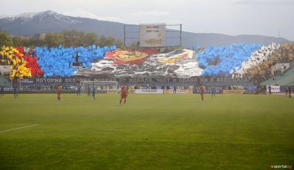 Феновете на Левски скочиха на футболистите