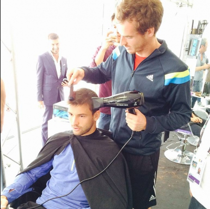 Мъри влезе в ролята на фризьор на Григор (видео)