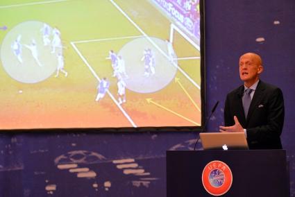 УЕФА въвежда ново правило - ще отстраняват временно играчи от терена