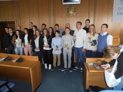 Елизабет Кирилова получи плакет и парична награда от Йорданка Фандъкова
