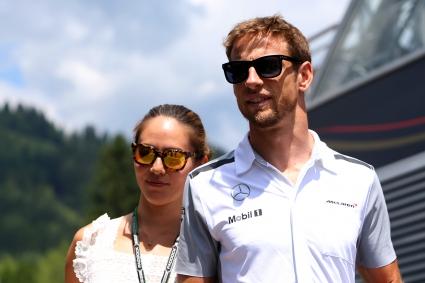 Бътън се надява Макларън да изпреварят Ферари