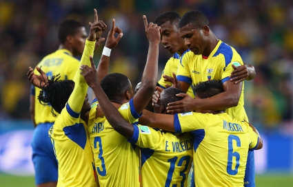 Обрат срещу Хондурас остави Еквадор в голямата игра (галерии)