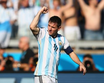 Геният на Меси класира Аржентина напред (видео + галерии)
