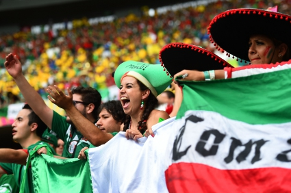 ФИФА няма да санкционира Мексико заради феновете