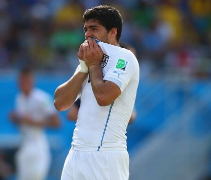ФИФА започна разследване срещу Суарес, чака го тежко наказание