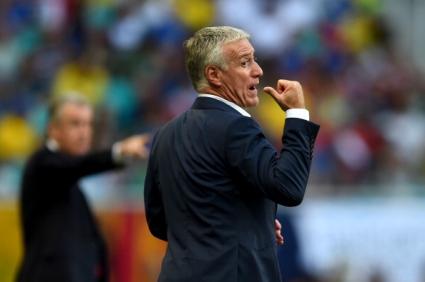 Дешан залага на резервите срещу Еквадор