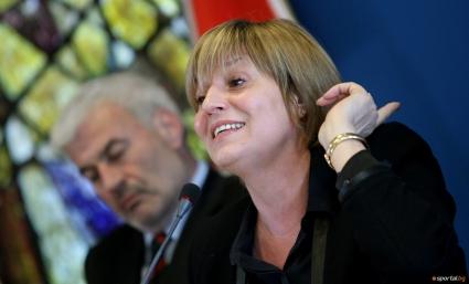 Служебният министър на младежта и спорта Евгения Раданова приема поста от проф. Мариана Георгиева