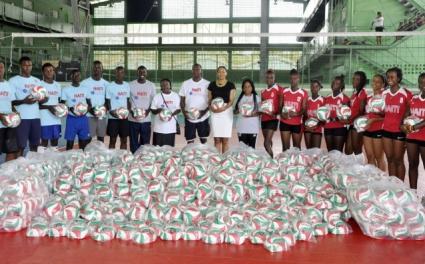 1000 волейболни топки дариха на Хаити