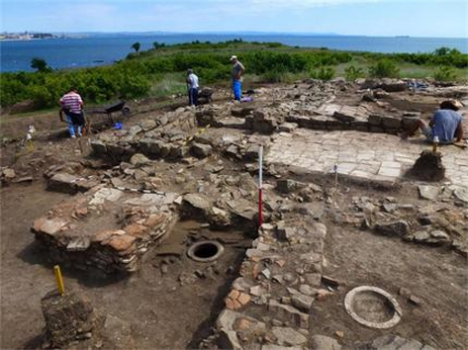 Древен храм изникна в имот на Тодор Батков