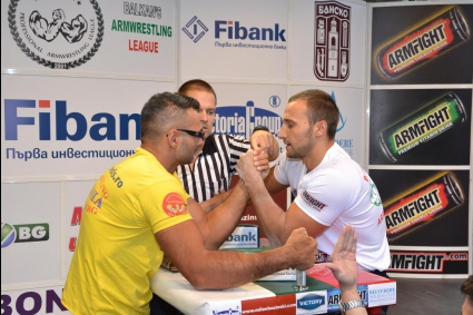 Димитър Юлев спечели титлата в Балканската лига по канадска борба в категория до 80 килограма