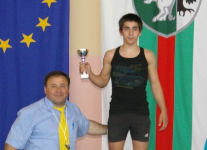 Михаил Георгиев ще се бори за бронза на СП за юноши