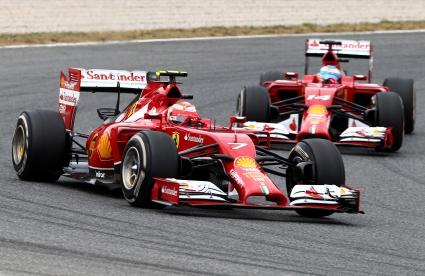 Алонсо гледа две състезания напред, а Райконен едно назад