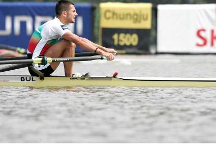 Неделчо Василев се класира за четвъртфиналите на скиф на световното