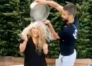 Шакира и Пике се заляха взаимно с ледена вода, следващият е папата (видео)