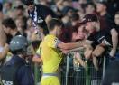 Фенски гняв - за едната бройка да съблекат играчите на Стяуа