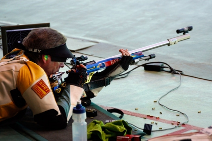 Австралиец грабна златото на пушка от положение легнал