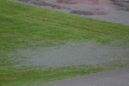 В такива условия се играе футбол в България (снимки и видео)