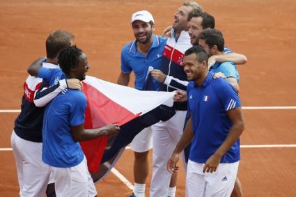 Французите не са решили за настилката за финала