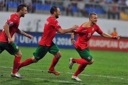 Венци Христов дари фланелката, с която вкара гола в Баку за благотворителност