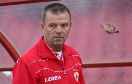 Стойчо Младенов надмина себе си - треньорът с едно от най- скандалните си изказвания след Локо Сф (видео)