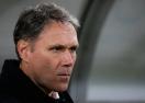 Добра вест за Ван Бастен: остава треньор на АЗ Алкмаар