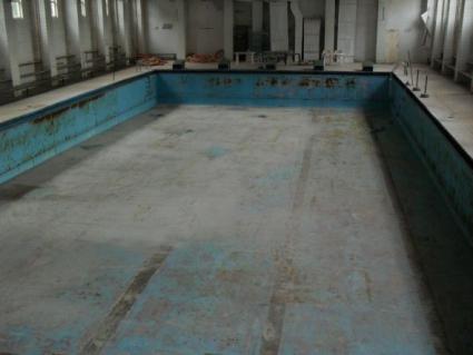 Плувците в Люлин без басейн, родители и треньори втрещени от ремонта в училищата 97-о и 33-о