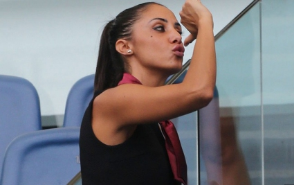 Ноу-хау на деня: Секси стюардеси вместо стюарди на стадионите