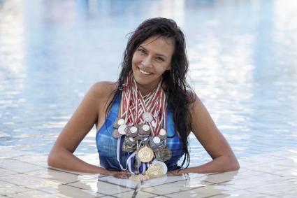 """Сървайвърката Дамяна Матева е корицата на новия брой на """"Плуване & Водна топка"""""""