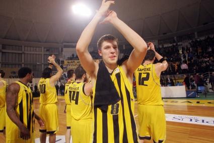 Везенков с нов силен мач при победа на Арис за Купата на Гърция