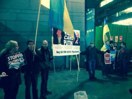 Протестират срещу Путин преди Швеция - Русия