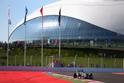 Хамилтън най-бърз във втората тренировка в Русия