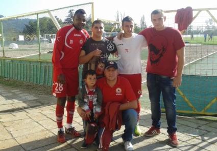Фенове на ЦСКА получиха подаръци от футболистите